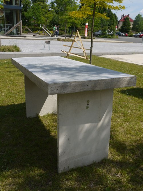 Concretable-09